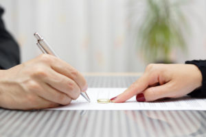 Couple signing divorce agreement